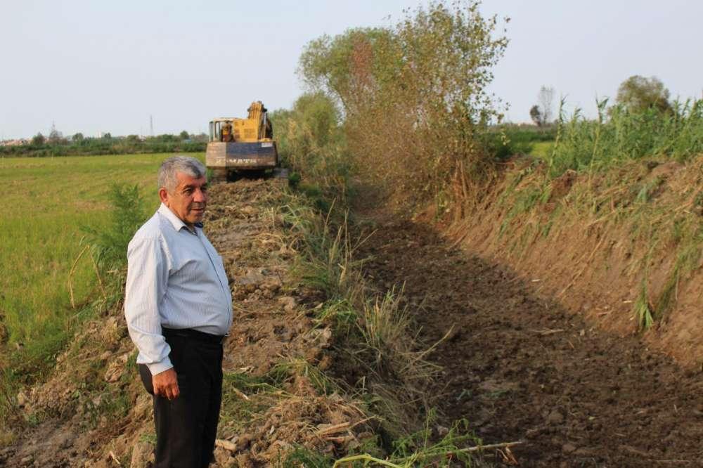 ابراهیم تقی نسب نائب رییس شورای کشاورزی شرق فریدونکنار مطرح کرد: کمیسیون کشاورزی شورای شهر فریدونکنار نمایشی است/ کمیسیون کشاورزی شورا به قول خود جهت خرید بیل میکانیکی عمل نکرد