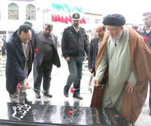 ادای احترام مسئولین فریدونکنار به مقام شامخ شهیدان